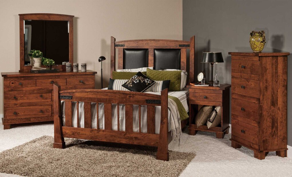 Larado Amish Bedroom Set