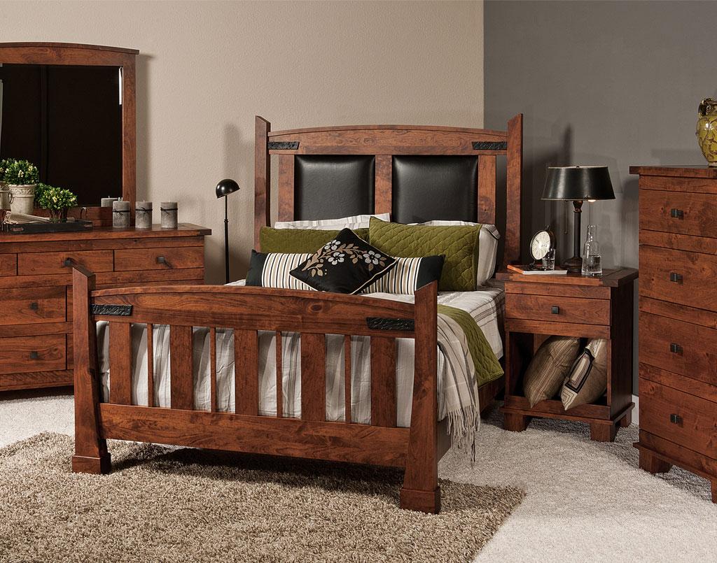 Larado Amish Bedroom Set
